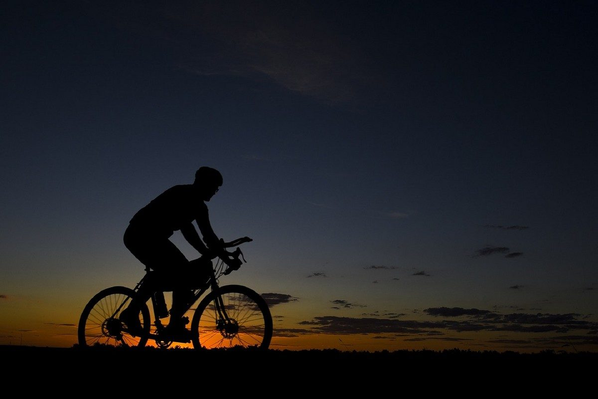 bicycle-rider-1740730_1280