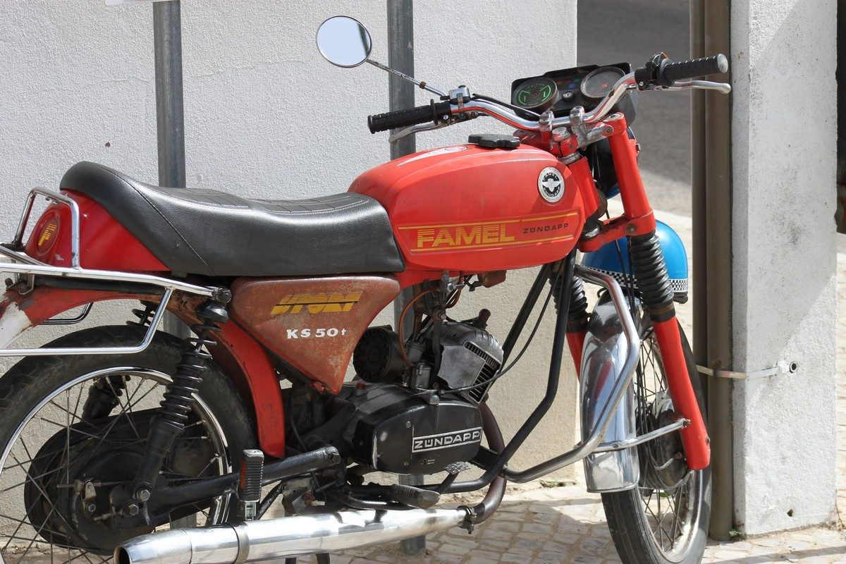 moped-1248967_1920